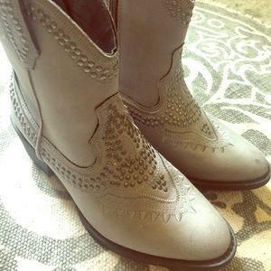 Cute grey boots, new!